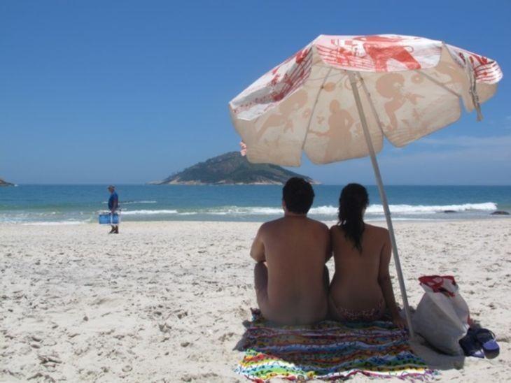 13 praias de nudismos para curtir o sol do jeito que você veio ao mundo
