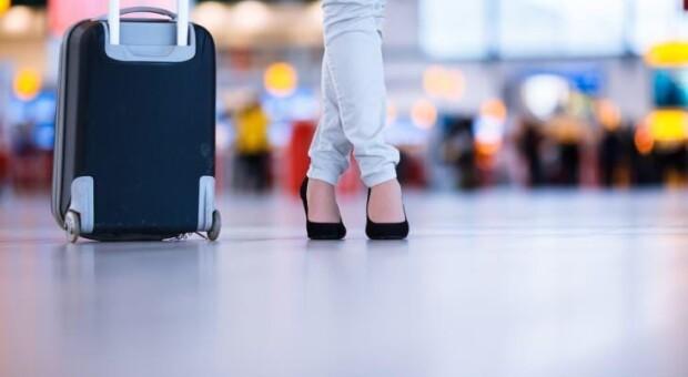 5 coisas essenciais para sempre levar na bagagem de mão (infográfico)