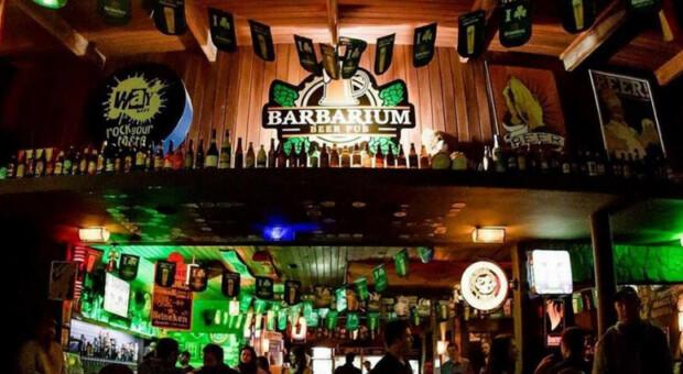 30 bares em Curitiba que você deve conhecer para uma noite divertida
