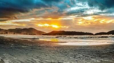 Praia da Pinheira: conheça os principais atrativos do paraíso catarinense