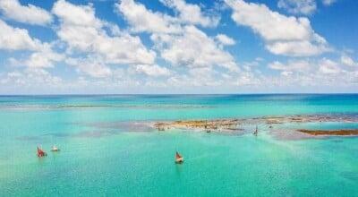 Praia de Pajuçara: apaixone-se pelas piscinas naturais de Maceió