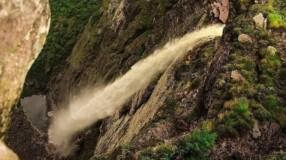 Cachoeira da Fumaça: conheça a segunda maior queda d'água do Brasil