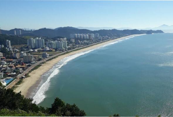 Apaixone-se pelas águas terapêuticas da Praia dos Amores