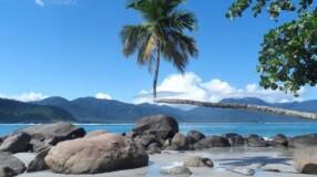 6 motivos para você visitar a Praia do Aventureiro, em Ilha Grande